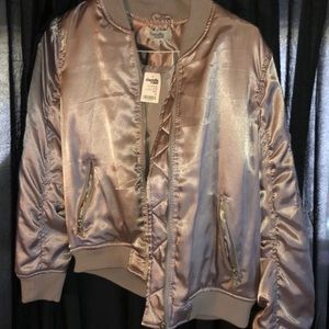 Silver bomber jacket 💣
